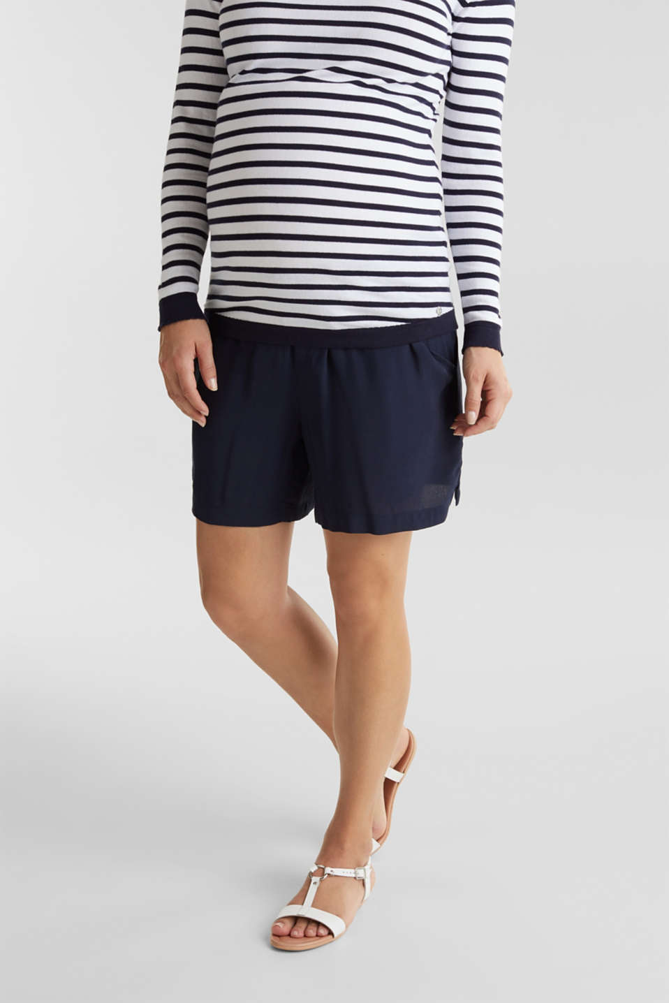 Crêpe shorts with an under-bump waistband, LCNIGHT BLUE, detail image number 0