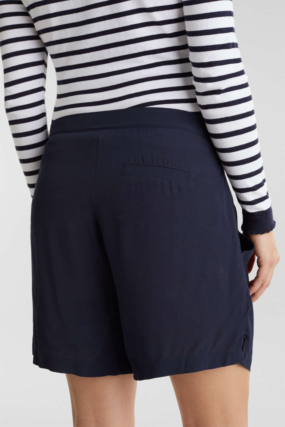 Crêpe shorts with an under-bump waistband, LCNIGHT BLUE, detail image number 5