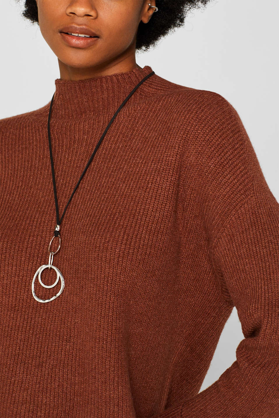 Long necklace with ring pendants, one colour, detail image number 2