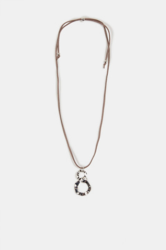 Necklace in faux leather with a metal pendant