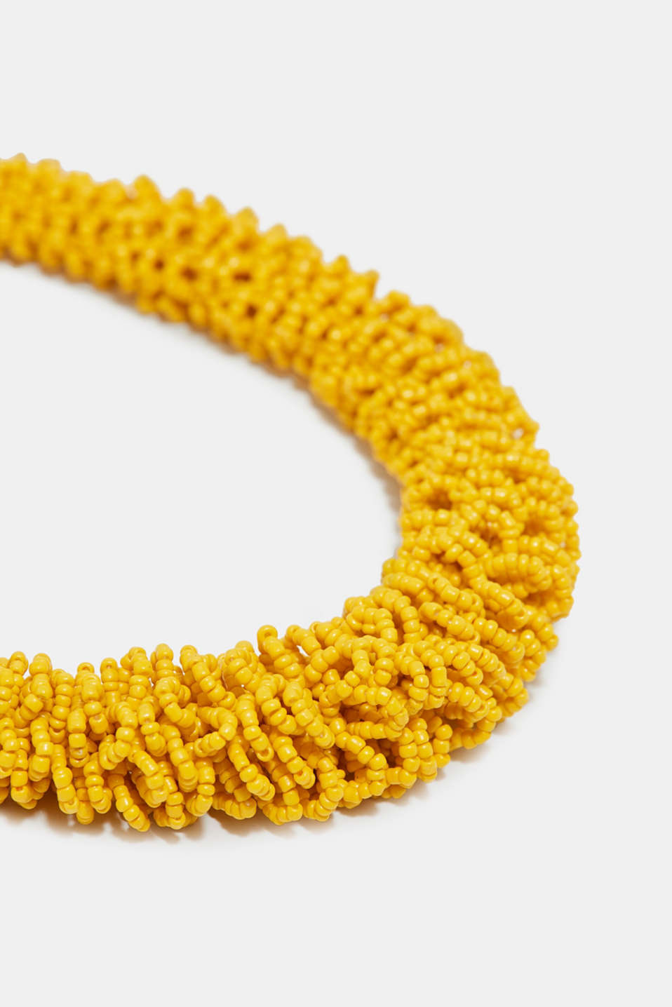 Three-dimensional necklace with beads