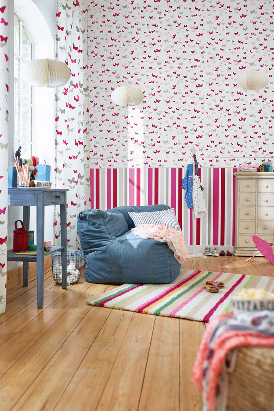 Sweet Butterfly Striped kids wallpaper, one colour, detail image number 1