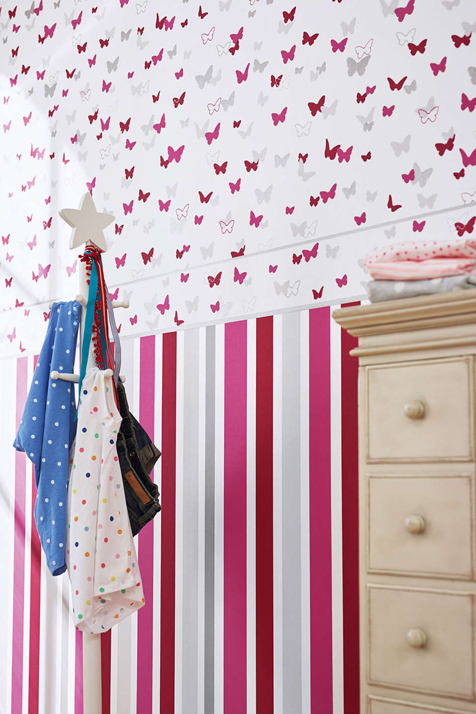 Sweet Butterfly Striped kids wallpaper, one colour, detail image number 2