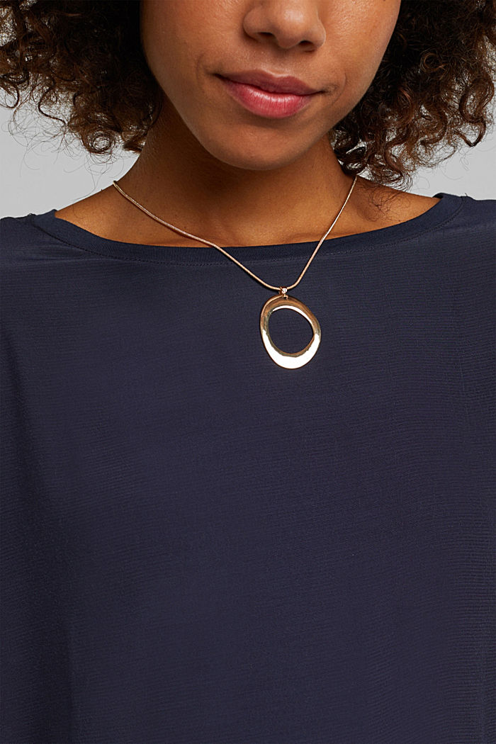 Gold-coloured necklace with an oval pendant