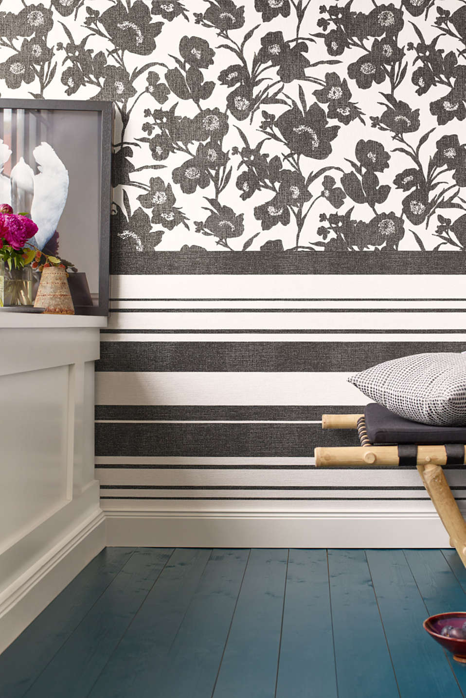 Non-woven wallpaper with block stripes, BLACK/WHITE, detail image number 2