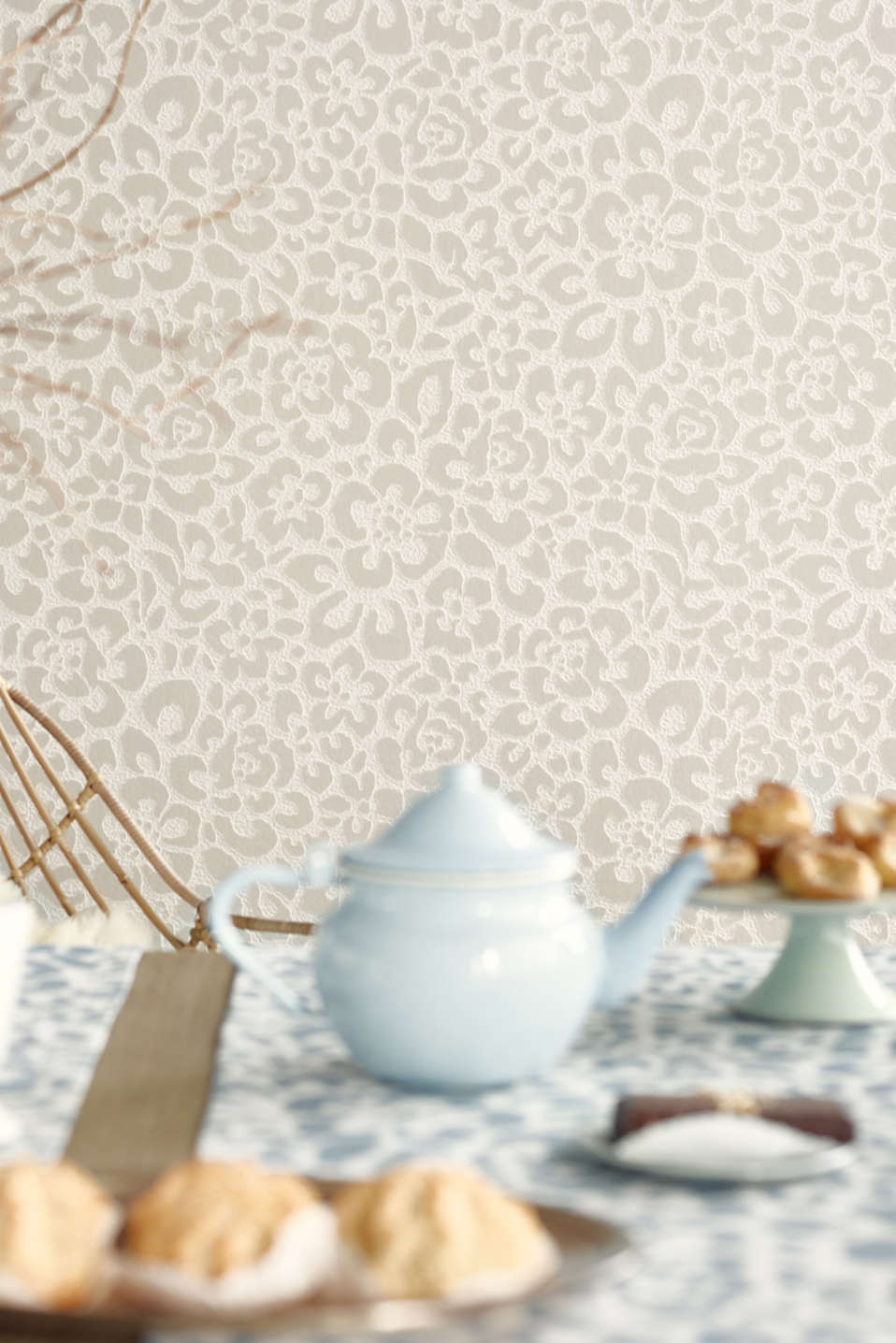 Non-woven wallpaper with animal pattern, TAUPE, detail image number 2