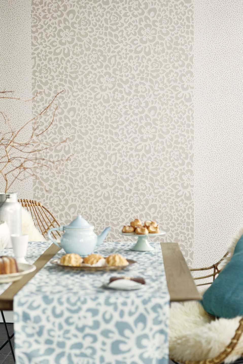 Floral non-woven wallpaper, TAUPE, detail image number 2