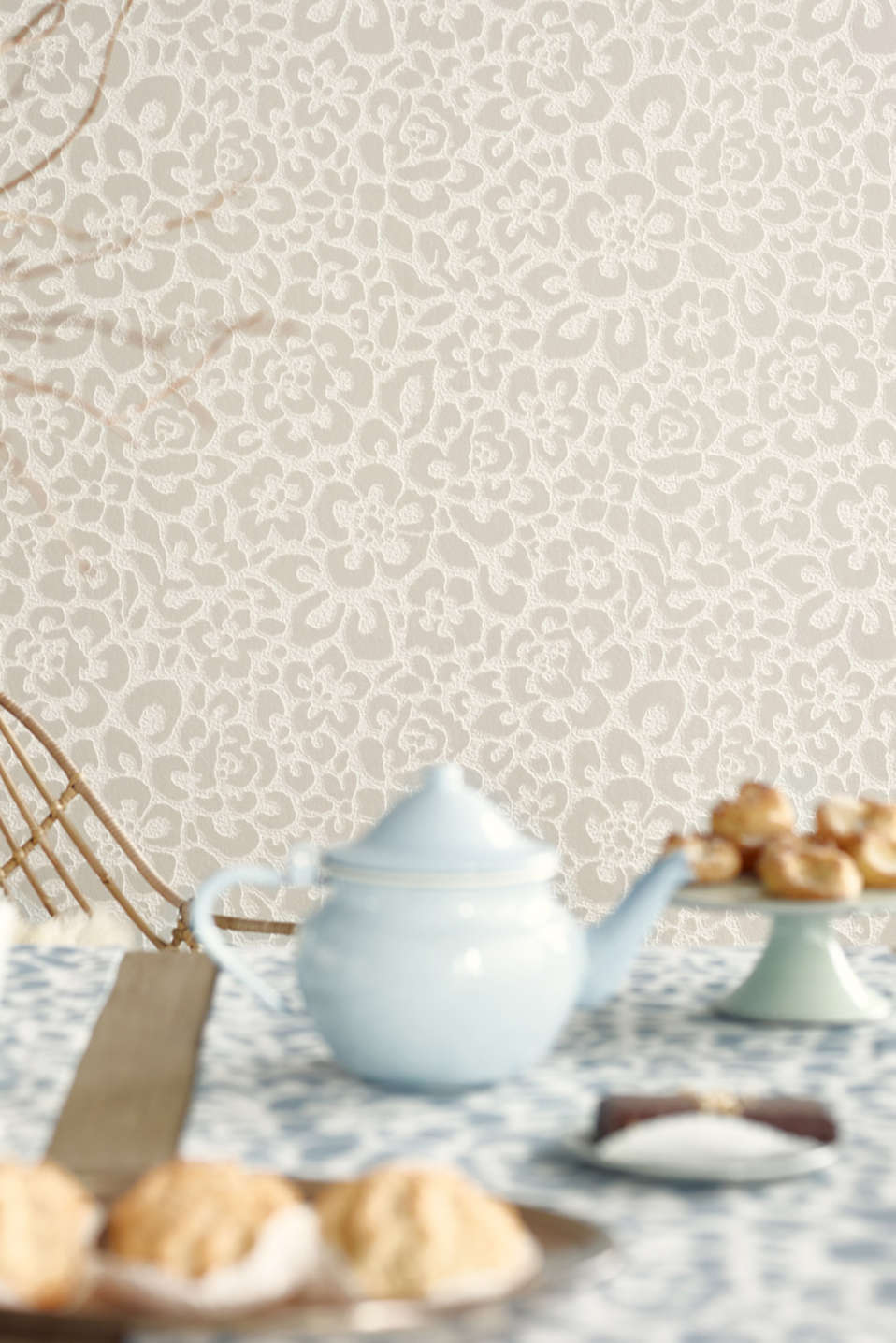 Floral non-woven wallpaper, TAUPE, detail image number 3