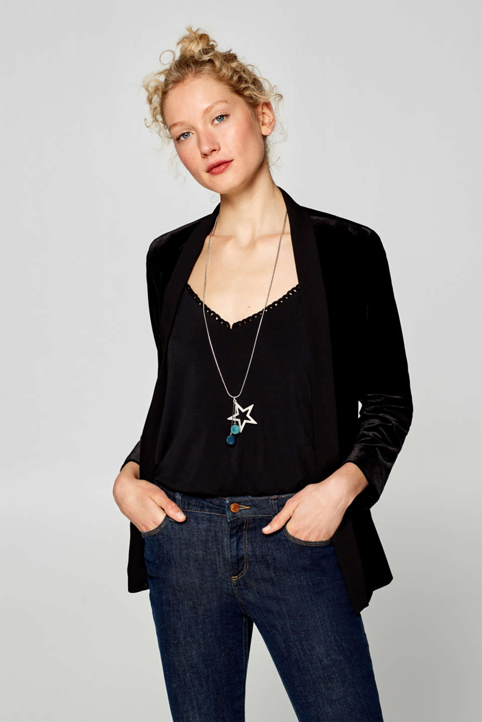 Necklace with a star and velvet orbs, one colour, detail image number 2
