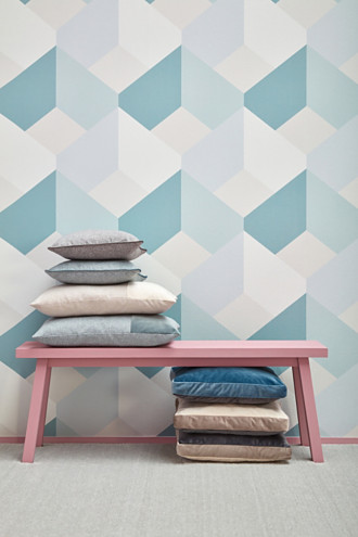 Non-woven wallpaper with a graphic pattern