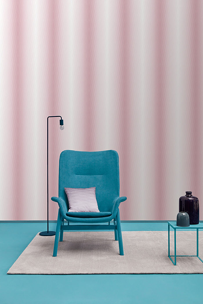 Non-woven wallpaper with colour graduation