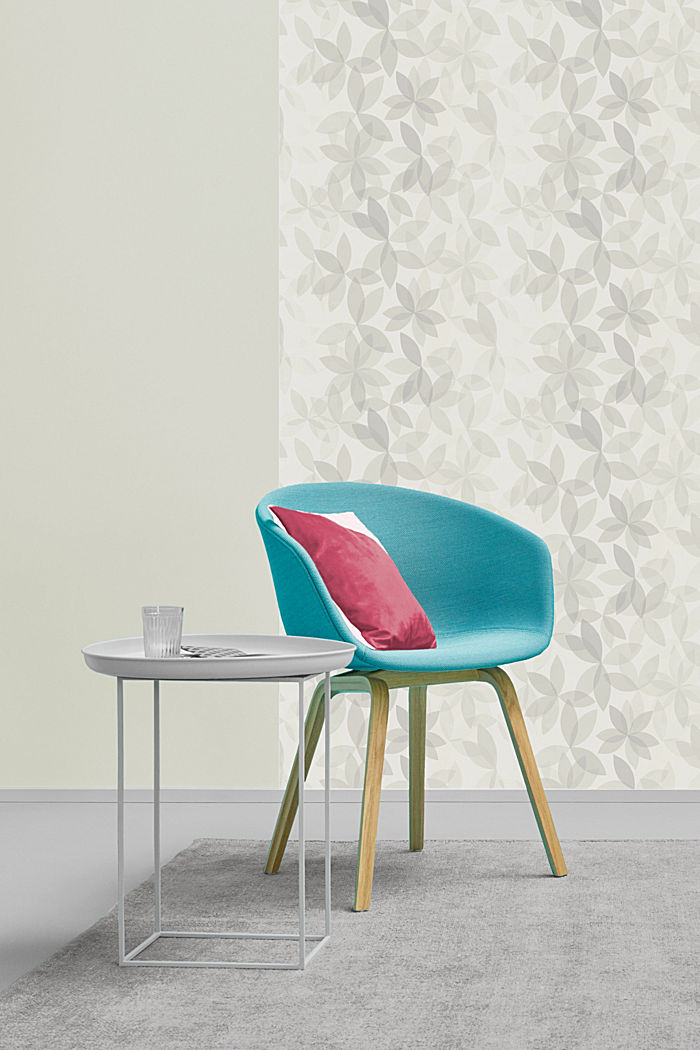 Patterned non-woven wallpaper