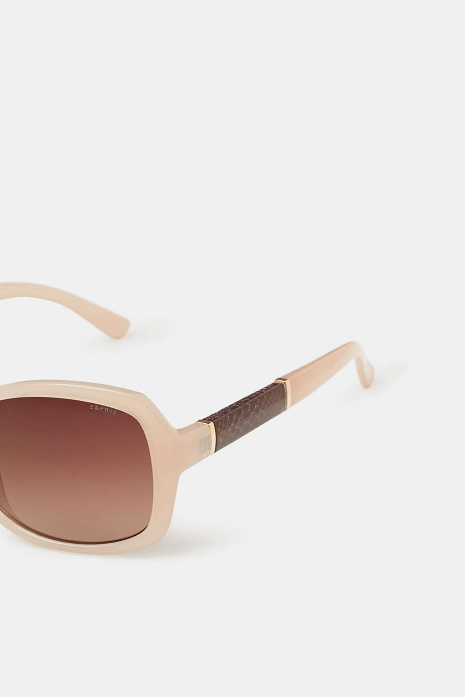 Elegant sunglasses with animal accents