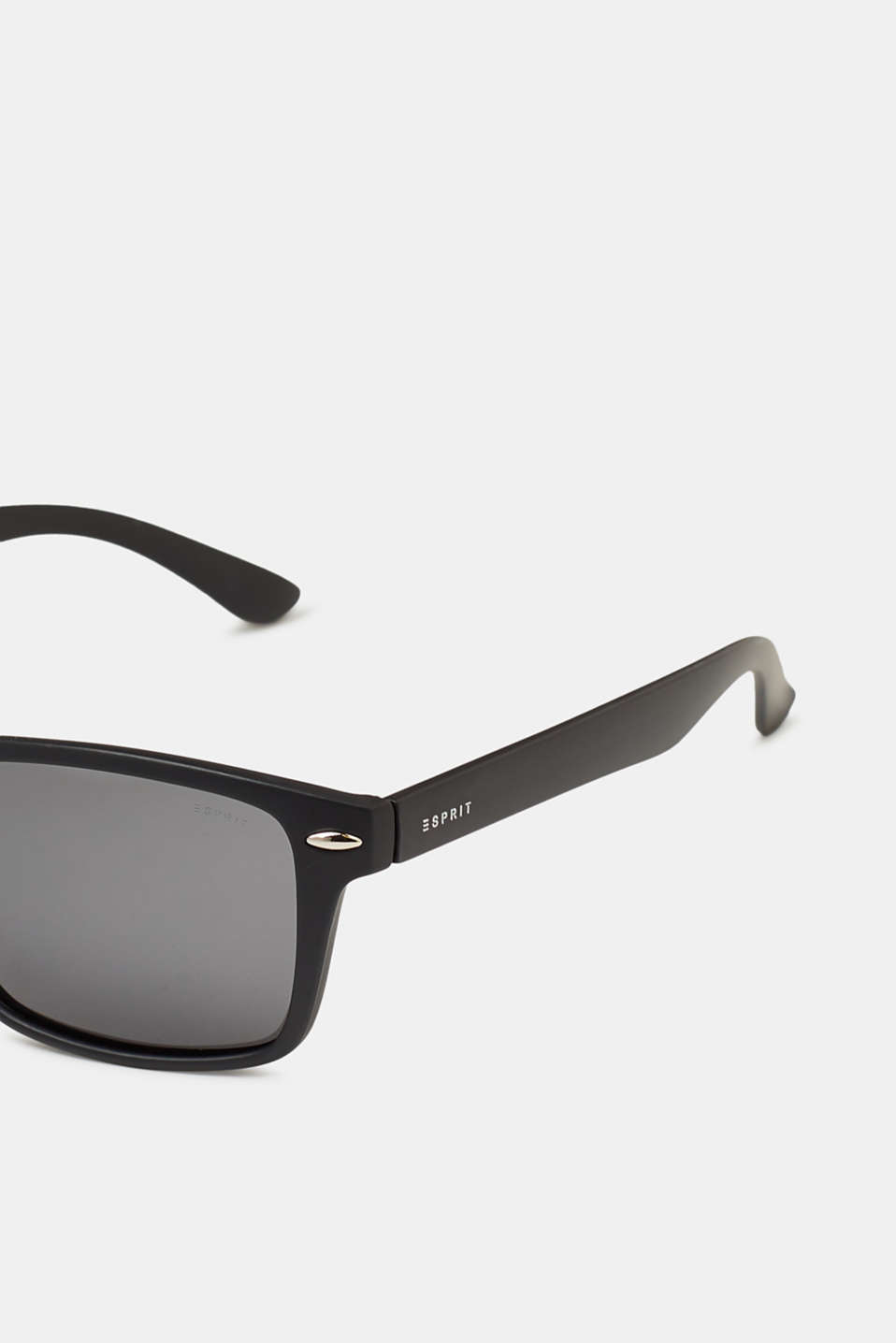 Sunglasses with matte frames