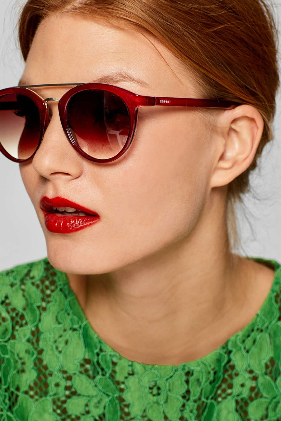 Sunglasses with a metal bridge, RED, detail image number 2