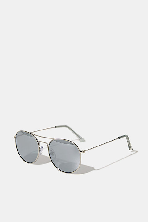 Sunglasses with mirrored lenses