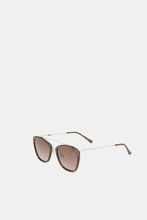 Sunglasses with a metal bridge