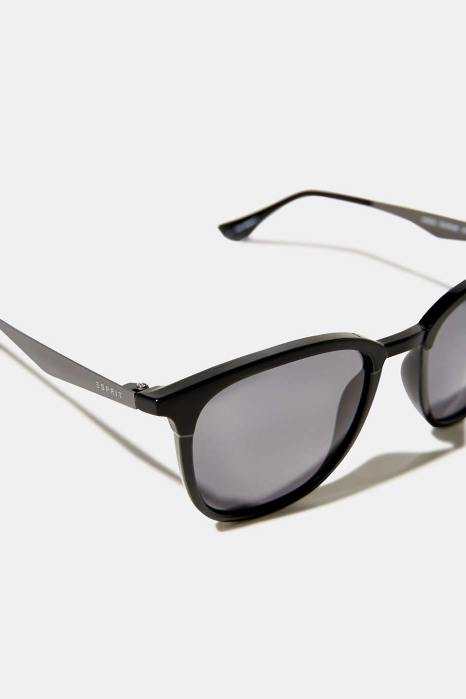 Sunglasses with a matte-shiny effect, LCBLACK, detail image number 1