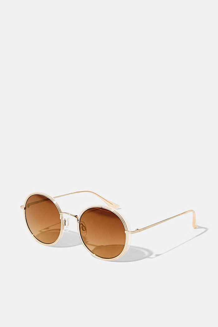 Round sunglasses with a plastic frame