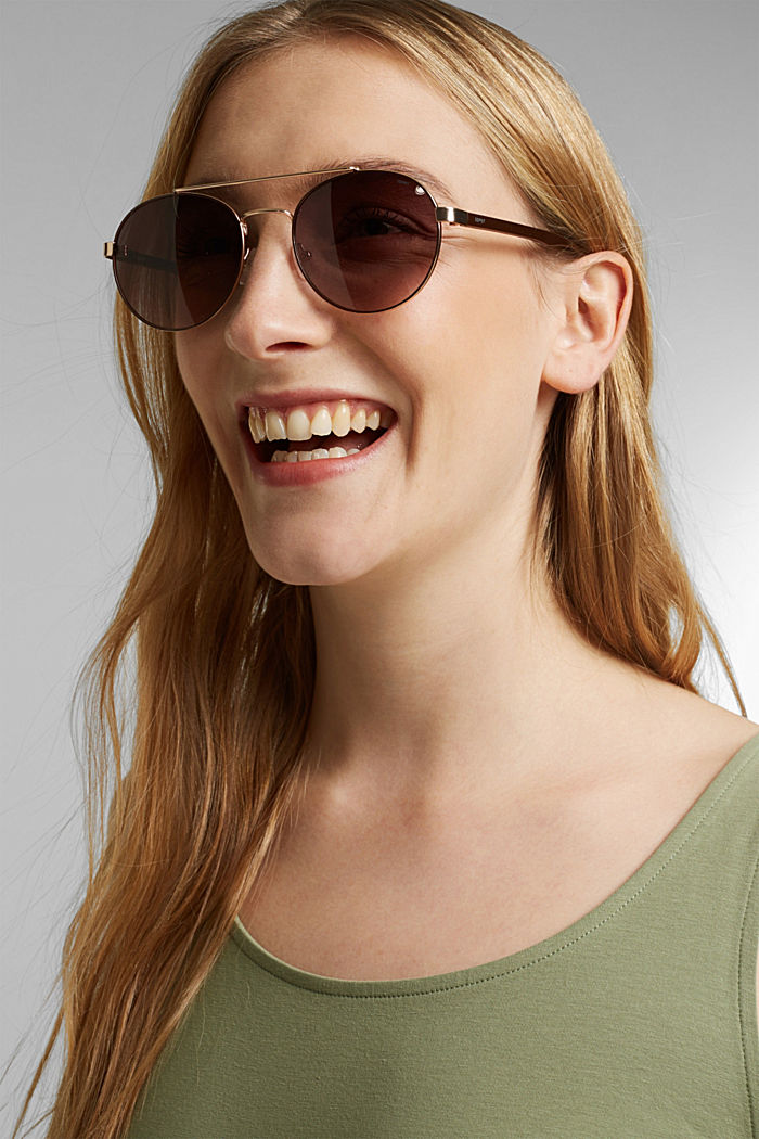 Round graduated-colour sunglasses