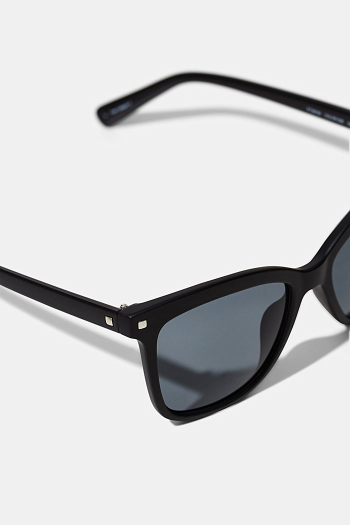 Square sunglasses with plastic frames