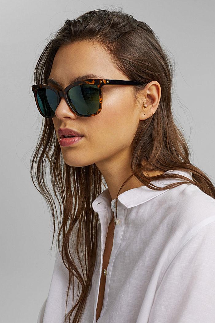 Eckige Sonnenbrille mit Nietendetails
