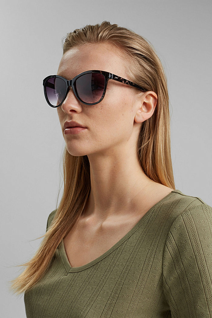 Cat-eye sunglasses in a tortoiseshell look