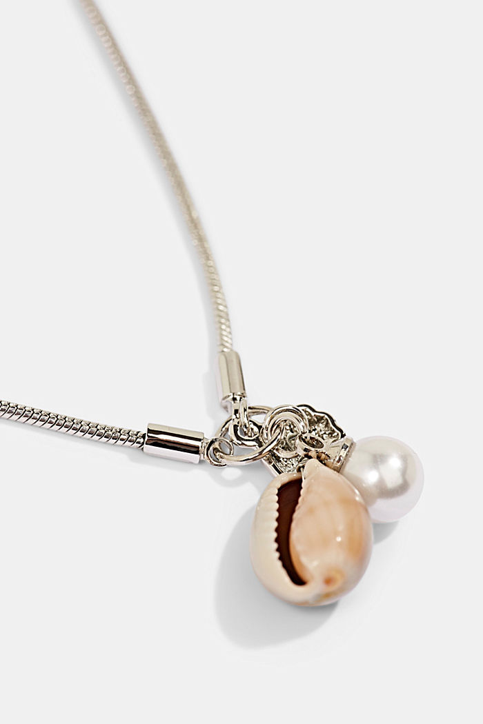 Anklet with a bead and shell