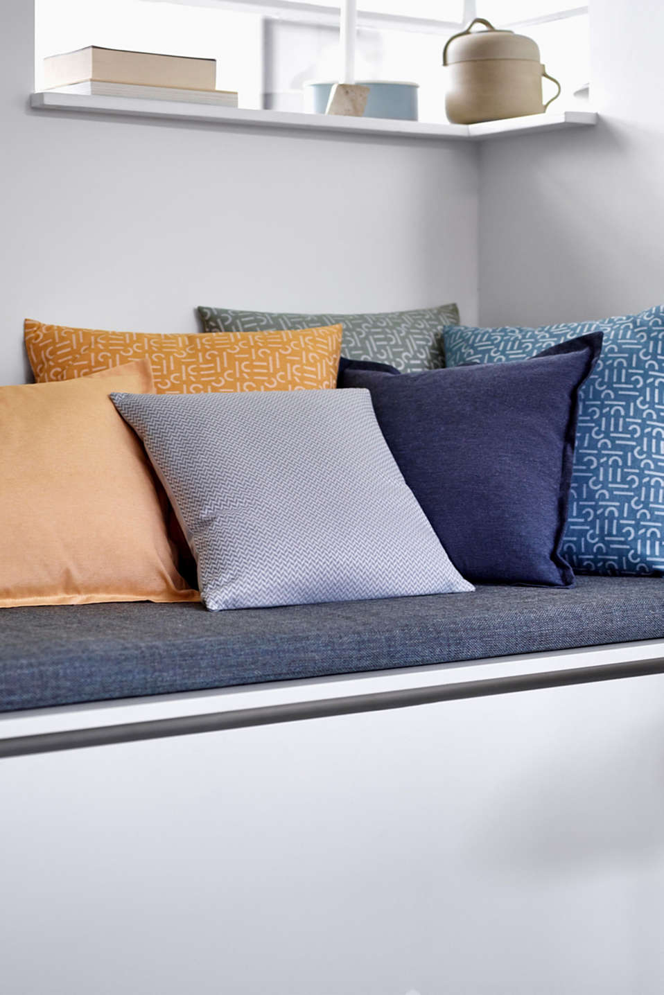 Cushion cover with tucked hem, YELLOW, detail image number 2