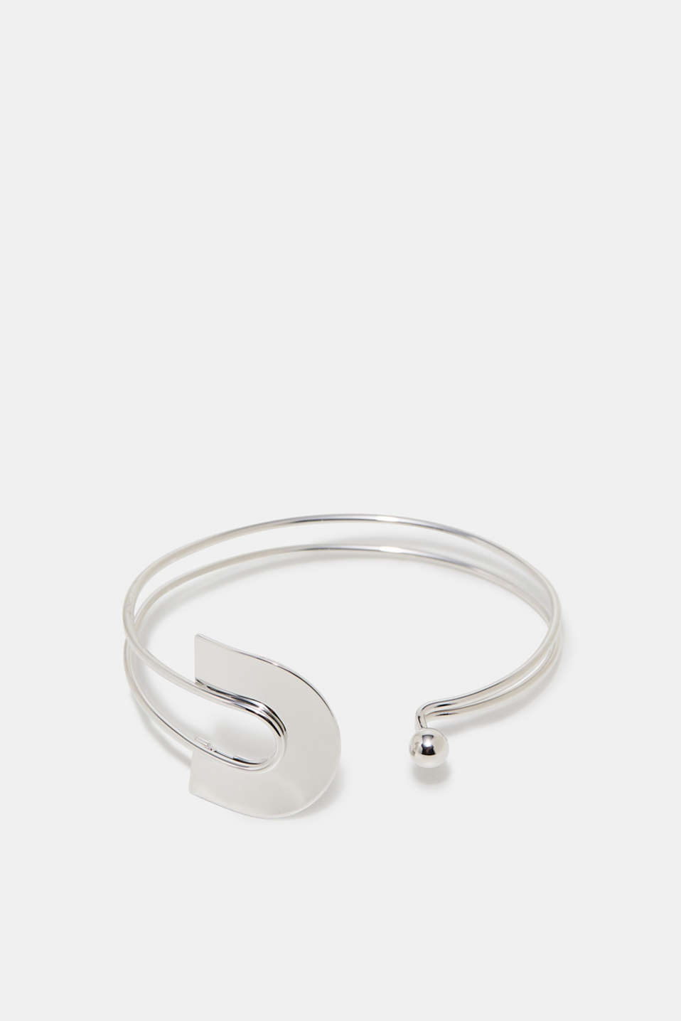 This open bracelet features a large clasp making it a distinctive, timeless accessory.