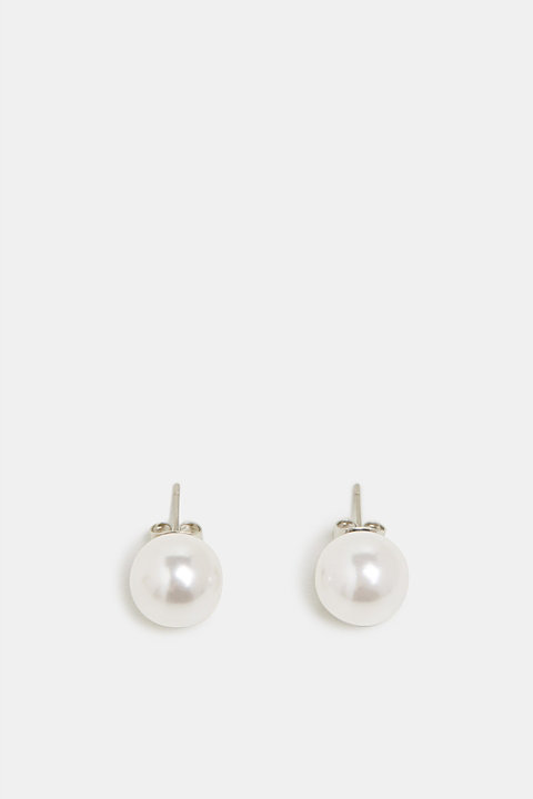 Stud earrings with faux pearls