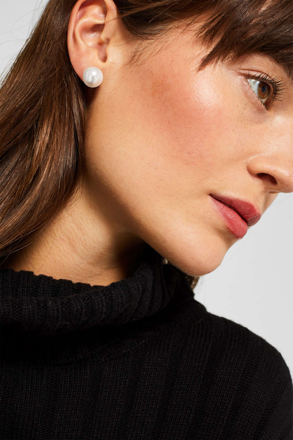 Stud earrings with faux pearls, WHITE, detail image number 2