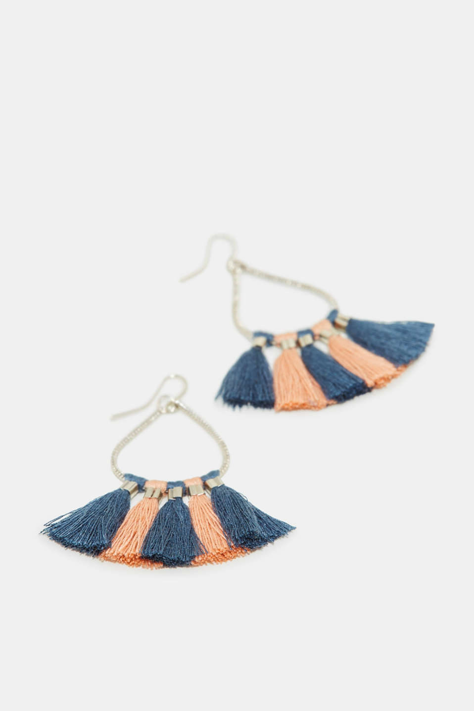 These earrings catch the eye thanks to striking tassels.
