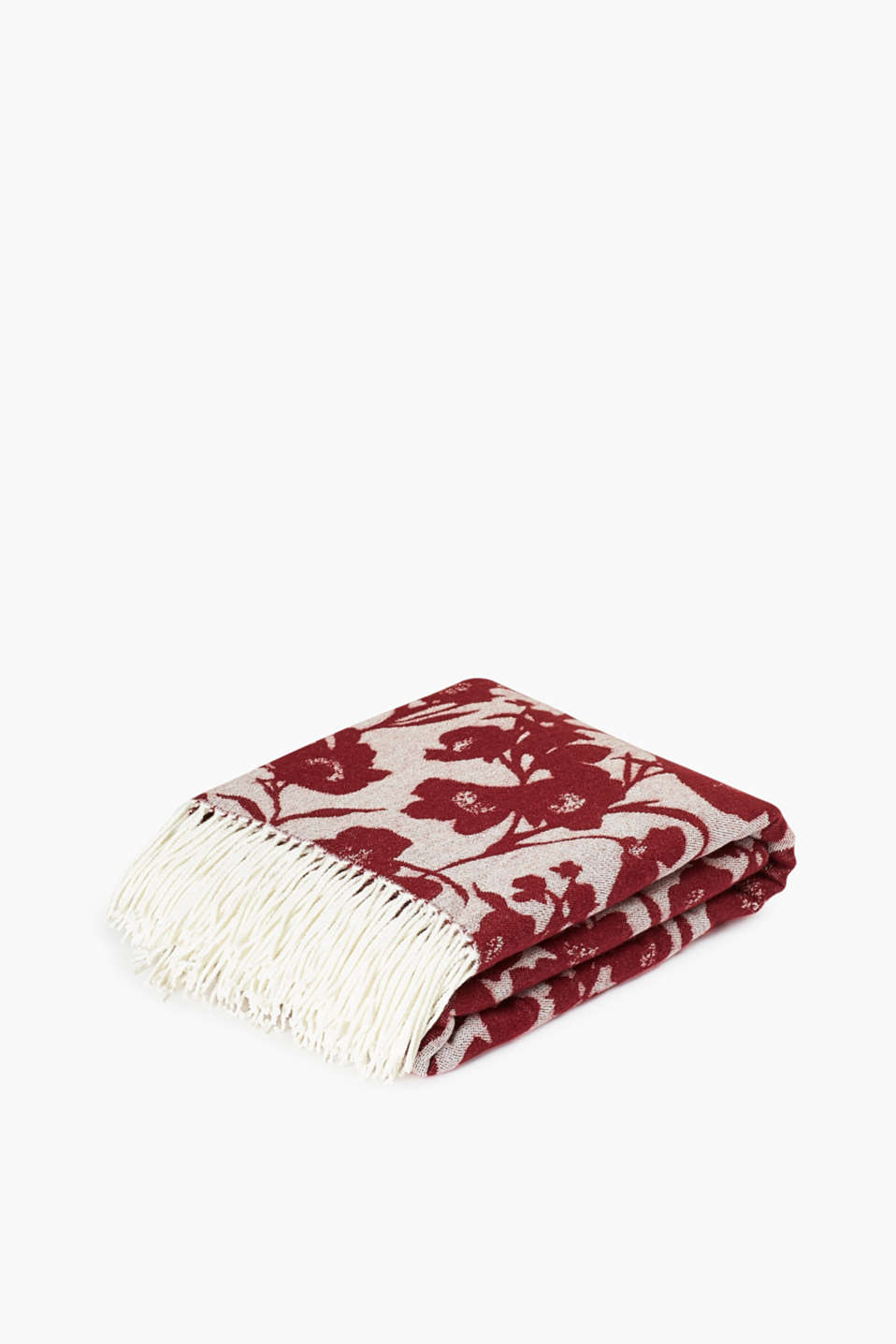With twisted fringing and a floral pattern: blanket in a soft fabric