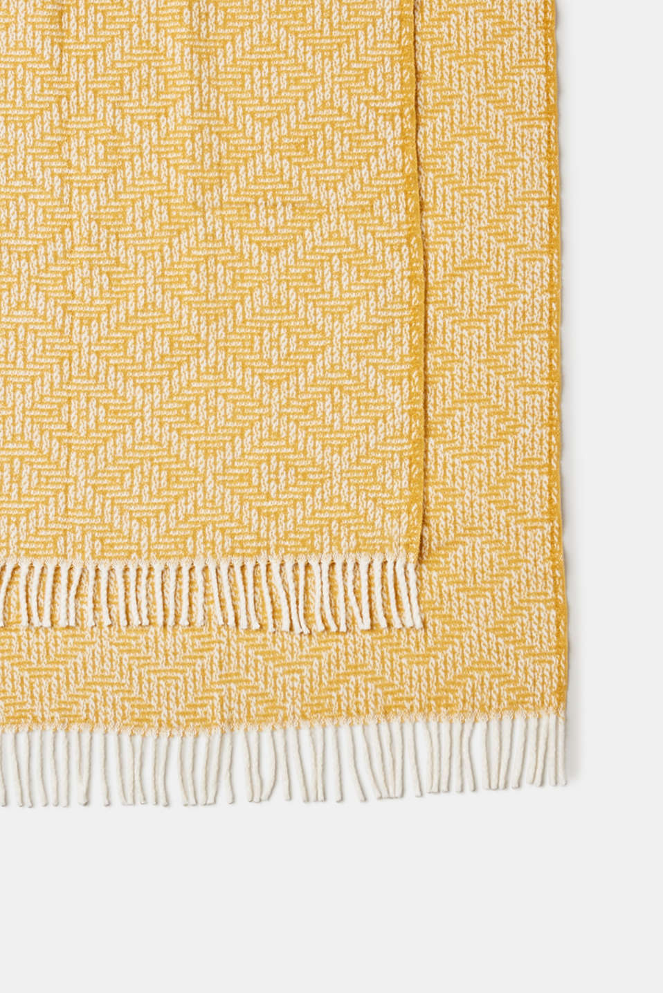 Esprit - Cosy throw with a diamond pattern