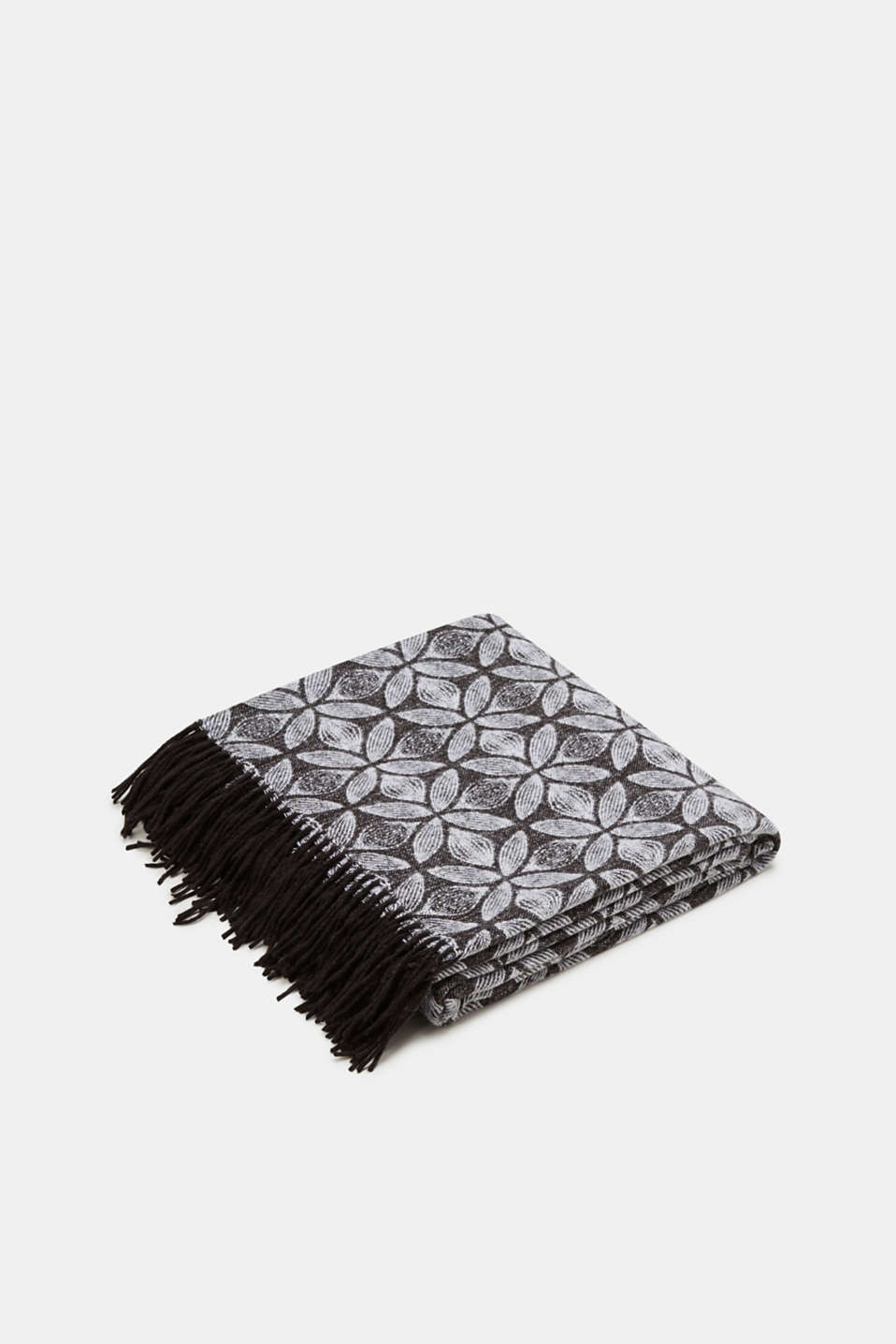 Esprit - Throw with a graphic jacquard pattern