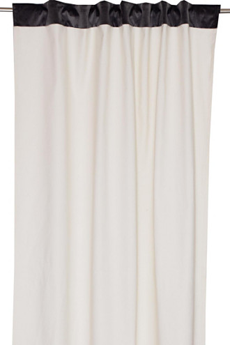 Eyelet curtain with concealed loops