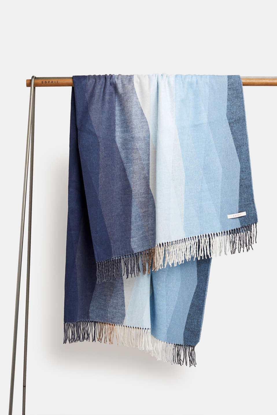 Throw with a graphic striped look, GREY/BLUE, detail image number 0