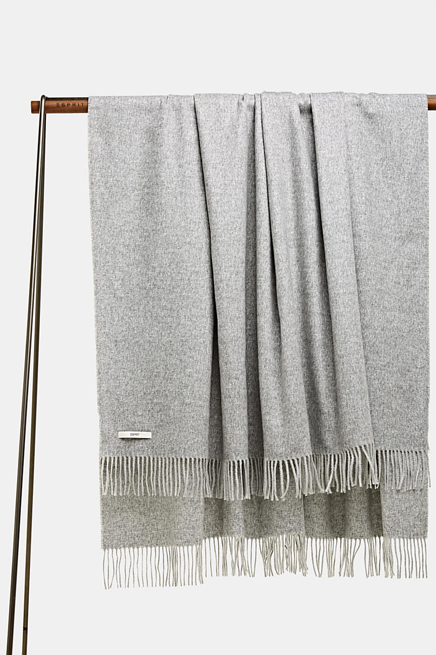 Throw with fringing