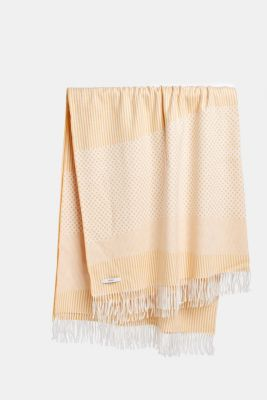 Mixed pattern throw with fringing, MELBA, detail