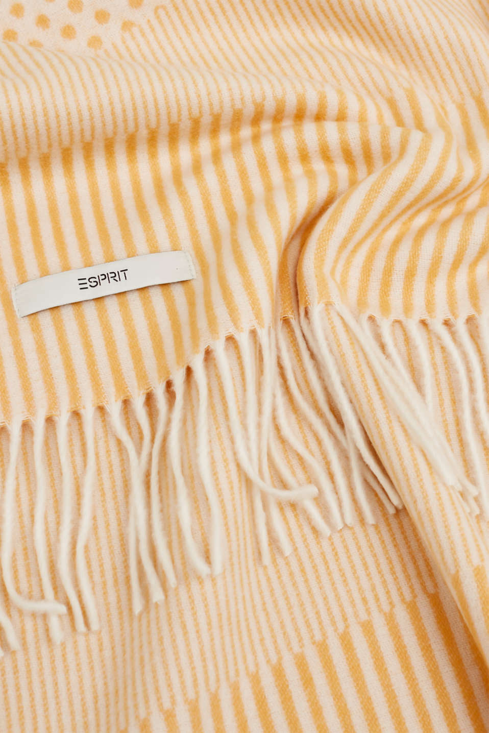 Mixed pattern throw with fringing, MELBA, detail image number 1