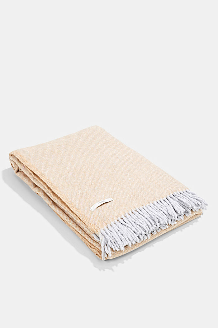 Soft throw with cotton