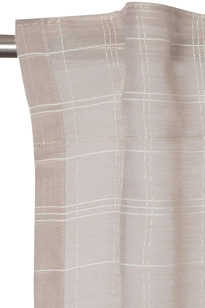 Reciclada: cortina transparente con diseño de cuadros