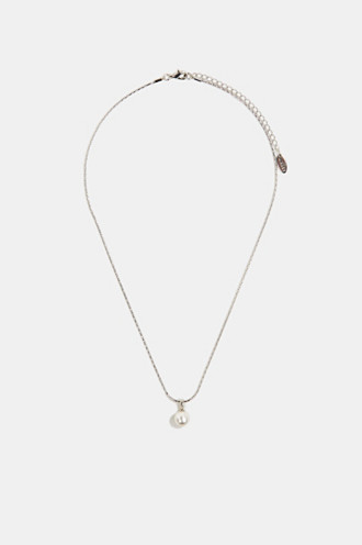 Necklace with a faux pearl