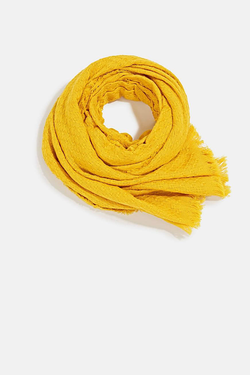 Textured scarf made of 100% organic cotton