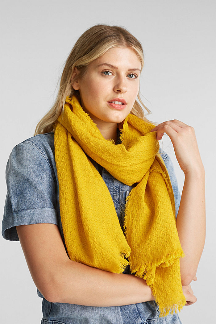 Textured scarf made of 100% organic cotton, BRASS YELLOW, detail image number 1