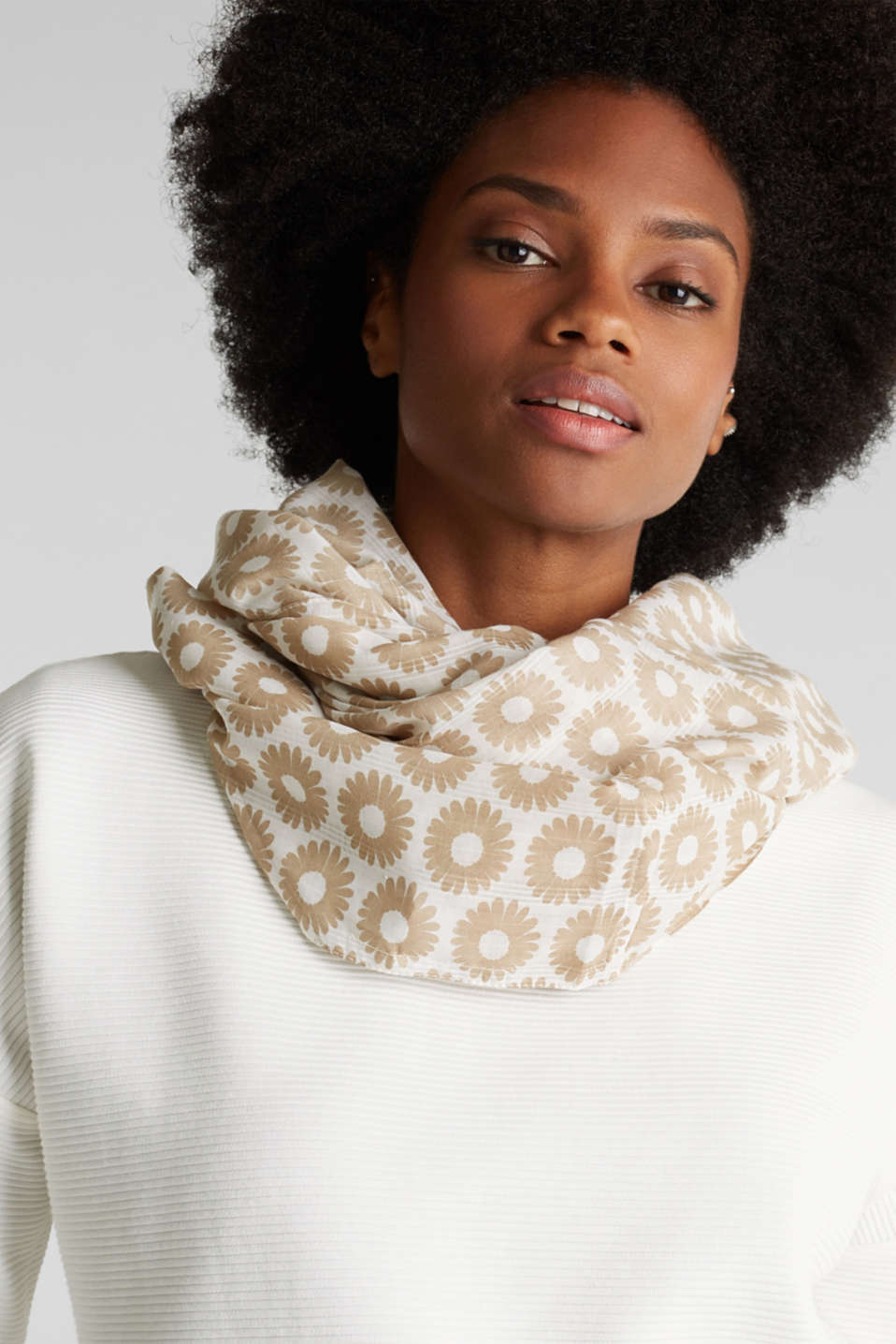 Snood with floral print, LIGHT TAUPE, detail image number 1
