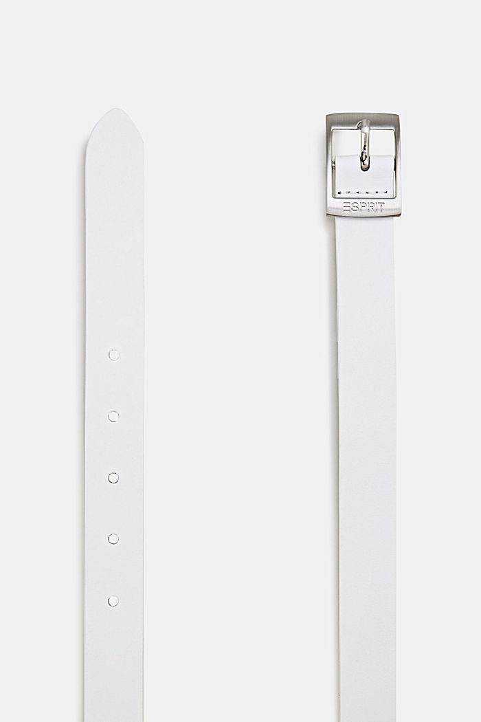 En cuir: la fine ceinture au look basique