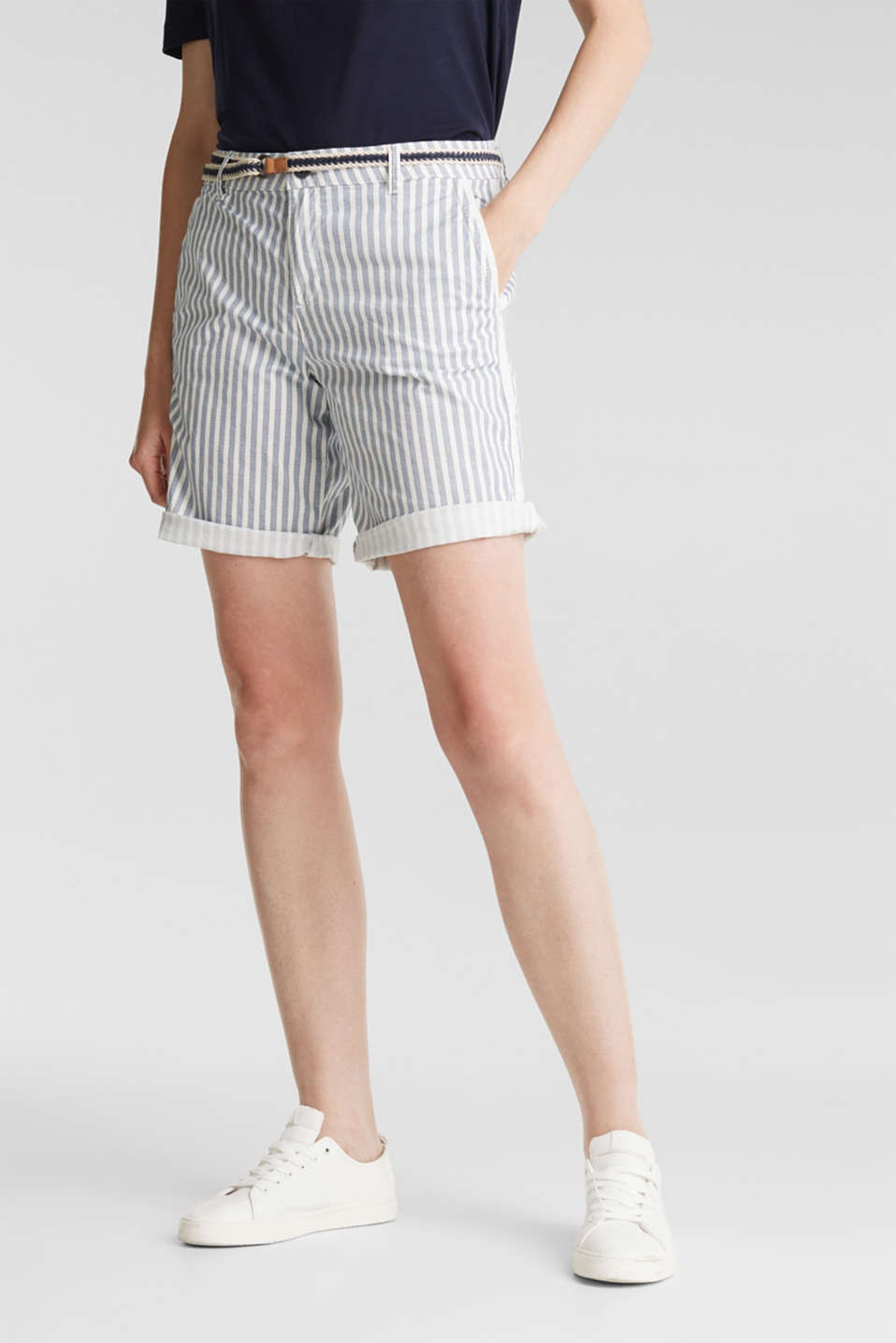 Esprit - Chino shorts with a belt