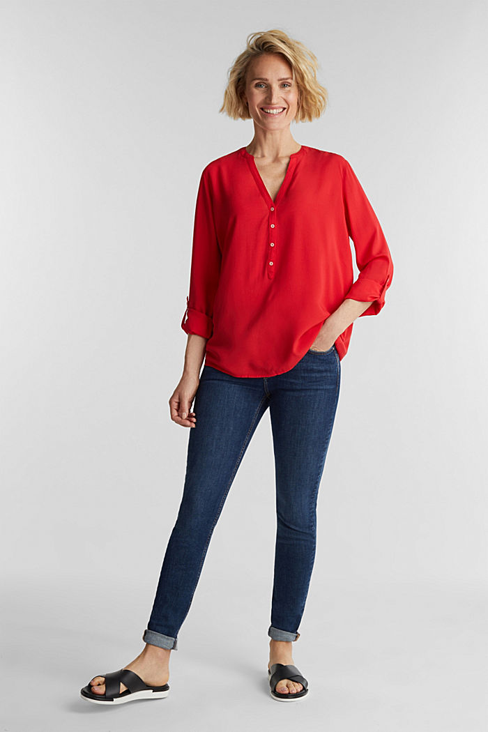Henley-Bluse aus LENZING™ ECOVERO™, RED, detail image number 1